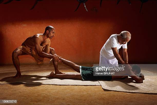 Unlike ayurvedic doctors who never touch nor give auscultation to their patients master Balan who practise a composite medicine which base is...