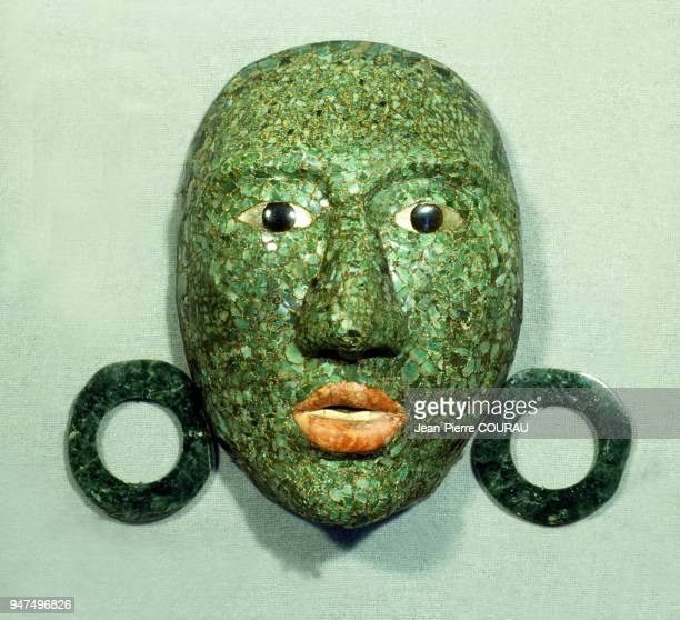 Unlike other more symbolic masks this mask in jade mosaic motherofpearl and obsidian seems to represent the portrait of one of the kings of Calakmul...