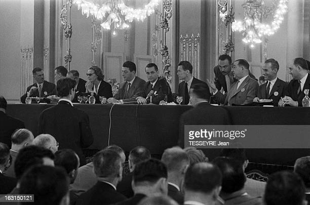 Unr Congress En France en juillet 1959 Congrès de l'UNR avec au centre de la table face à l'assistance Jacques CHABAN DELMAS et Albin CHALANDON
