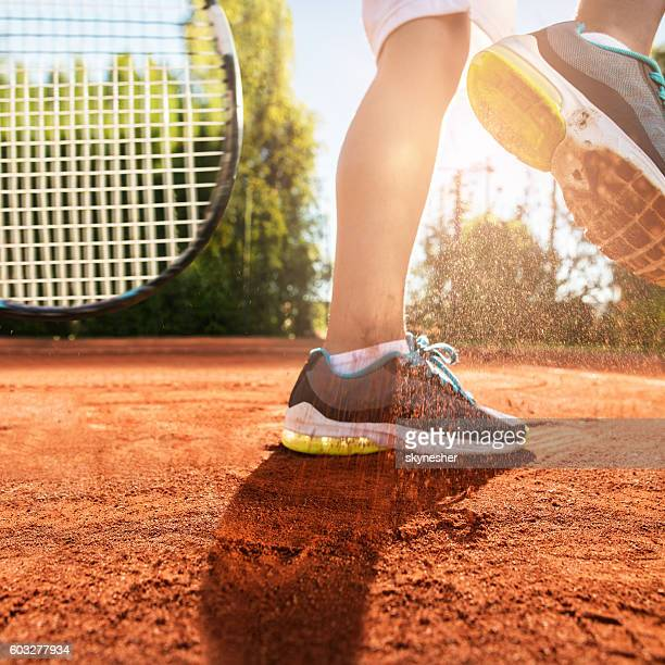 unrecognizable tennis player cleaning sneakers from dirt on the court. - dirty feet stock pictures, royalty-free photos & images