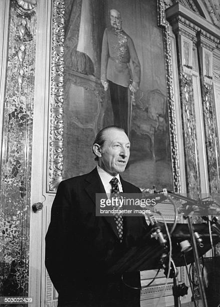 UNSecretaryGeneral Kurt Waldheim was giving a lecture at the Haus der Industrie The Austrian president Rudolf Kirchschläger was also in attendance at...