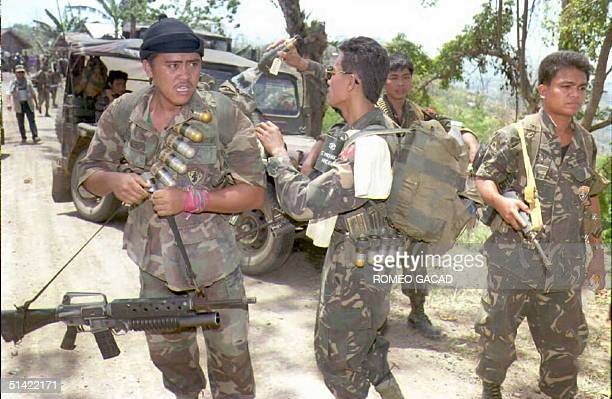 Government troops pursuing gunmen from the fundamentalist Moslem Abu Sayyaf group arrive at the front line 06 April About 200 Abu Sayyaf gunmen who...