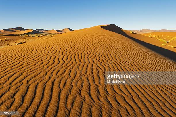 unspoiled red sand dune of sossusvlei, namib-naukluft national park, namibia - ナミブ砂漠 ストックフォトと画像