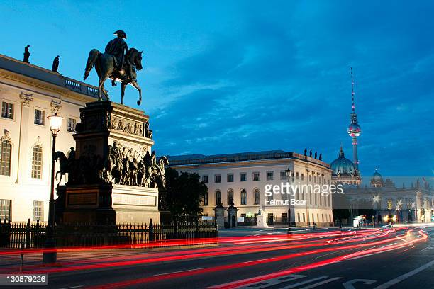 unter den linden, equestrian sculpture of frederick the great, berlin, germany - frederick - fotografias e filmes do acervo