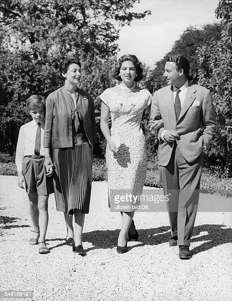 1924 Unternehmer D vl Edward Fürstenberg Mutter von Ira Clara Agnelli Ira von Fürstenberg und Prinz Alphonse vor der Hochzeit im Garten der Villa...