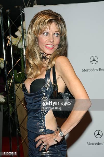 Unternehmerin Gisela Muth Bei Der 15 Festlichen Operngala Für Die Aids Stiftung In Der Deutschen Oper In Berlin Am 081108