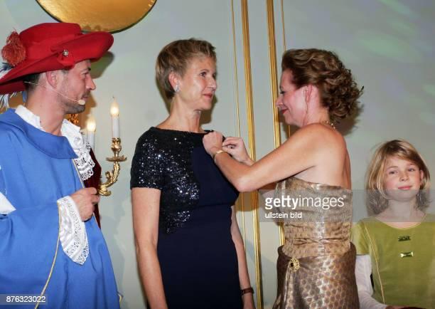 Unternehmerin Susanne Klatten und Silke Fischer Direktorin von Märchenland vl aufgenommen bei der Verleihung vom Preis Goldene Erbse im Hotel Adlon...