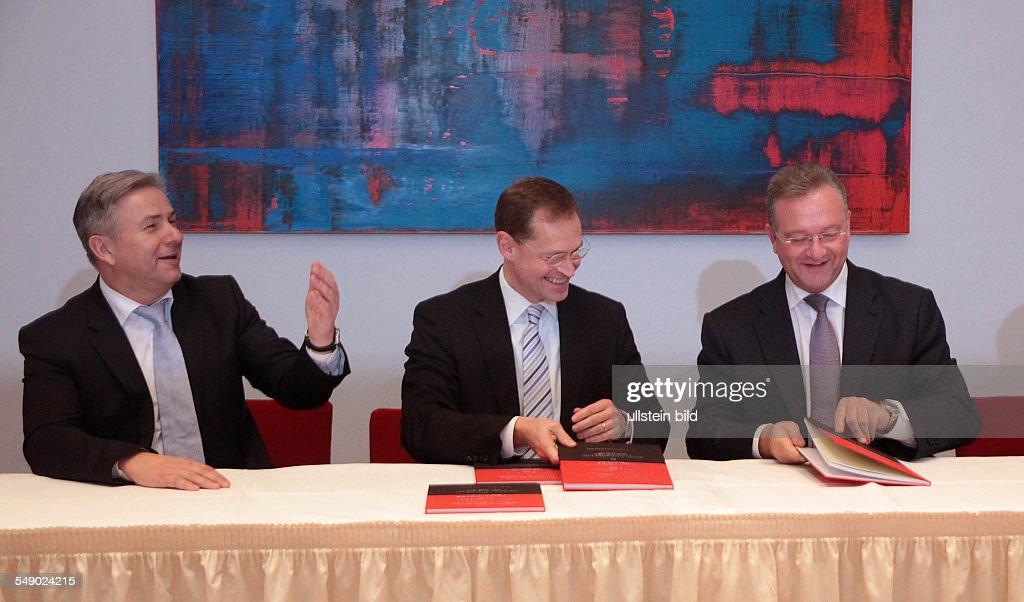 Pe-Koalitionsvertrages16 : News Photo
