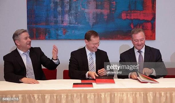 Unterzeichnung des Koalitionsvertrages von SPD und CDU / Unterzeichnung des Koalitionsvertrages ãBerliner Perspektiven für starke Wirtschaft gute...