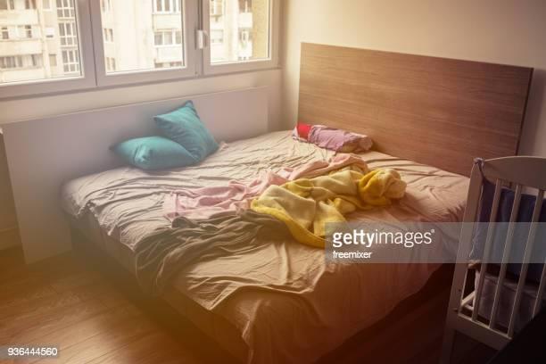 lit chambre bazar photos et images de collection getty. Black Bedroom Furniture Sets. Home Design Ideas