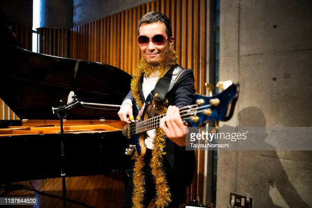 unusual bassist - only mid adult men stock pictures, royalty-free photos & images