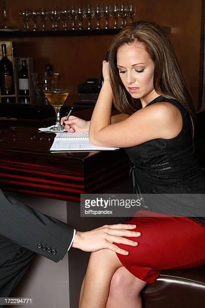 unwanted advance - ongewenste intimiteit stockfoto's en -beelden