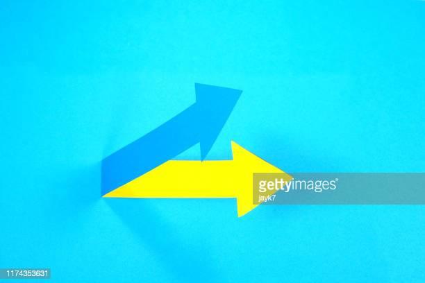 up arrow - curved arrows - fotografias e filmes do acervo