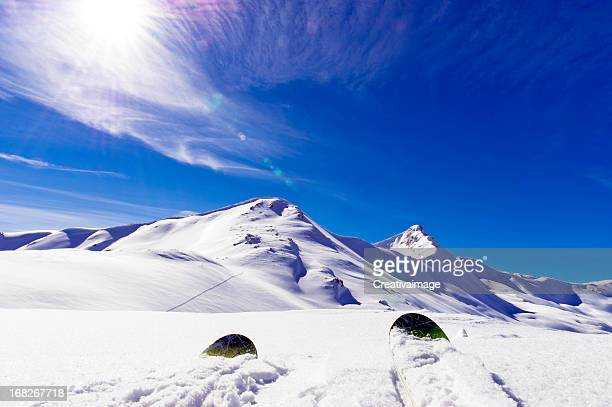up hill looking at mountain - telemark stock pictures, royalty-free photos & images