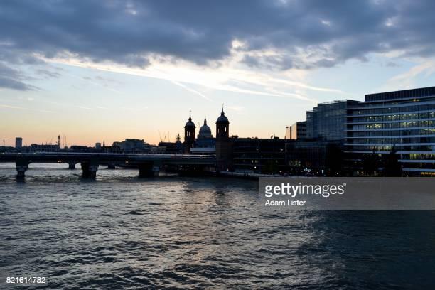 Up Thames at dusk