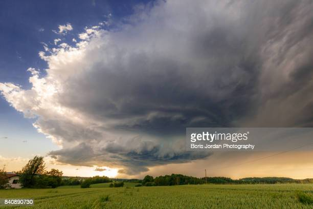 updraft - 16.06.2016 - cold_front stock pictures, royalty-free photos & images