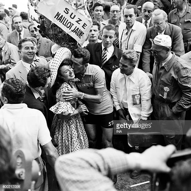 Upon the arrival of the 41th cycle Tour de France Louison Bobet winner kisses Yvette Horner