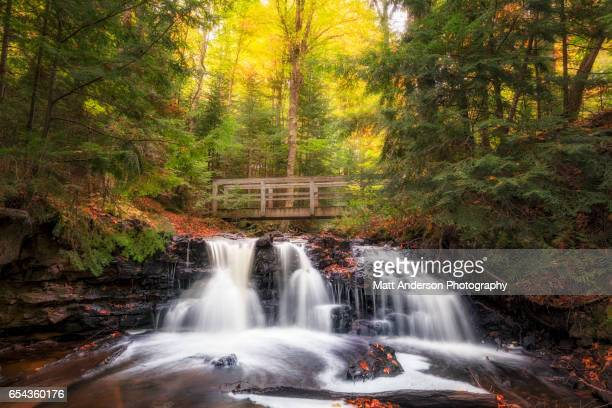 upper chapel falls in autumn - munising michigan stock pictures, royalty-free photos & images