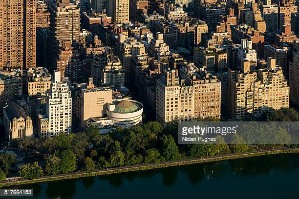 upper east side of manhattan, guggenheim museum - solomon r. guggenheim museum stock pictures, royalty-free photos & images