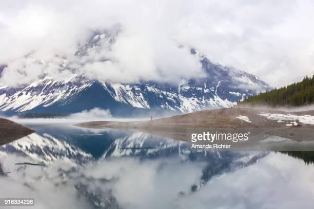 upper kananaskis lake mountain reflection - kananaskis country stock pictures, royalty-free photos & images