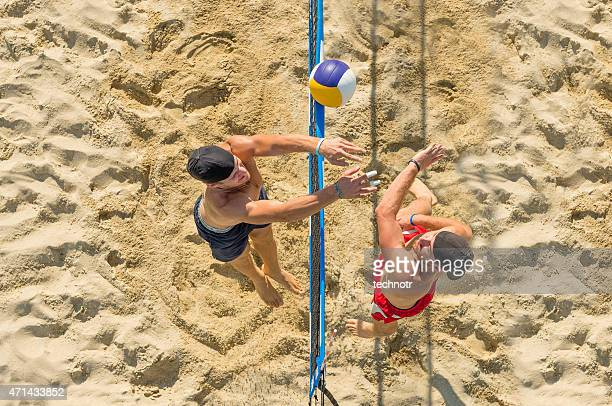 upper view of attractive beach volley action on the net - beachvolleybal stockfoto's en -beelden