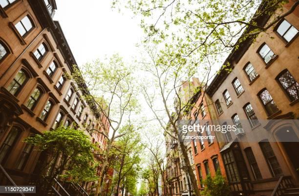 obere westseite blick in manthattan - brooklyn new york stock-fotos und bilder