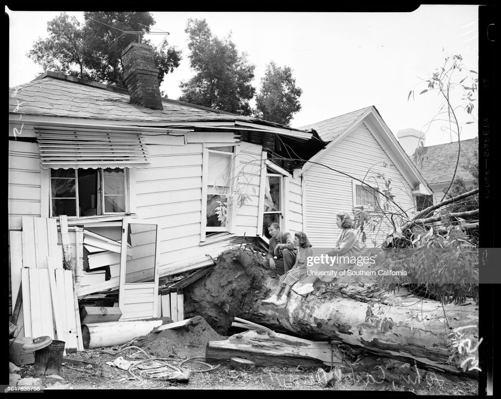 Uprooted tree does same to house at 1549 Ben Lomond Drive in Glendale, 1954 : News Photo