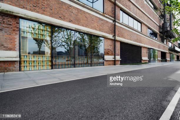 upscale shops on pedestrian street - 駐車 ストックフォトと画像