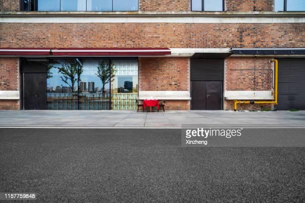 upscale shops on pedestrian street - 建物の正面 ストックフォトと画像