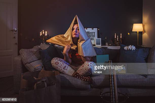upset woman at home with christmas gifts - kracht stockfoto's en -beelden
