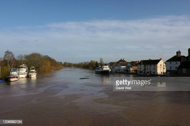 upton upon severn, worcestershire, uk.02.16.2020.. flood waters and debris on the river severn from storm dennis. - storm dennis stock pictures, royalty-free photos & images