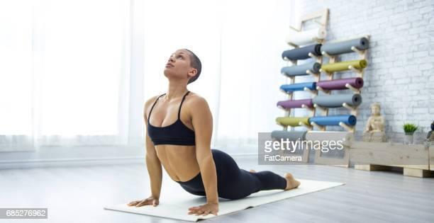 upward facing dog pose - yogi stock pictures, royalty-free photos & images