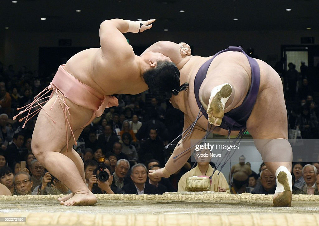 Sumo: Juryo wrestler Ura employs another rare technique : News Photo