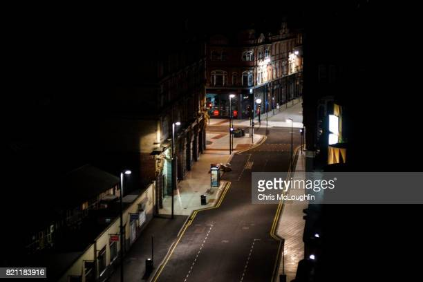 urban city scene in leeds, uk. - leeds city centre fotografías e imágenes de stock