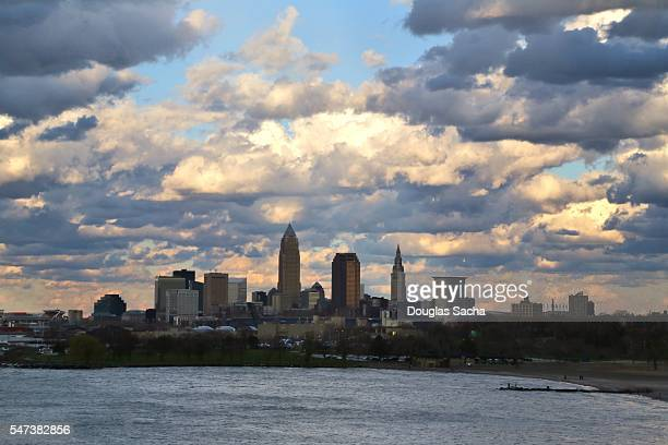 urban city skyline from the shore of lake erie, cleveland, ohio, usa. - rock and roll hall of fame cleveland stock pictures, royalty-free photos & images