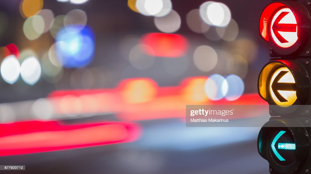 Urban City Street Szene with colorful Traffic Lights and Bokeh Night Lights : Stock-Foto