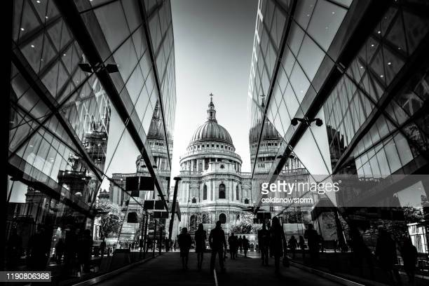 urban crowd and futuristic architecture in the city, london, uk - st. paul's cathedral london stock pictures, royalty-free photos & images