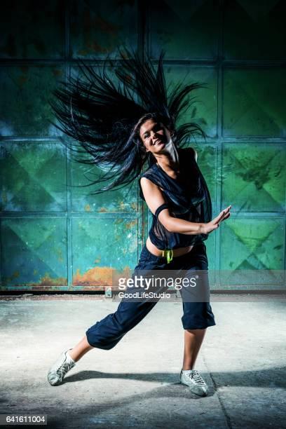 danseuse urbaine - gogo danseuse photos et images de collection