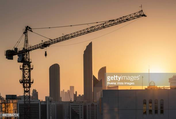 urban development in abu dhabi - crane stock pictures, royalty-free photos & images