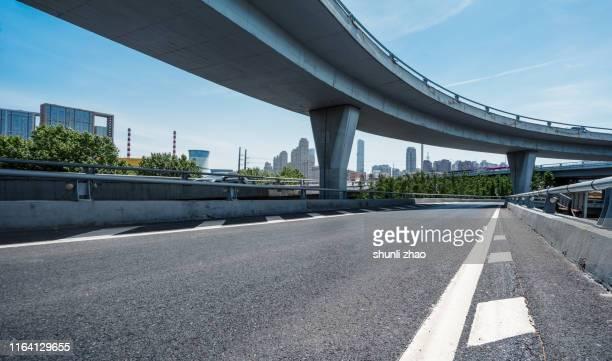 urban elevated road - 高架道路 ストックフォトと画像