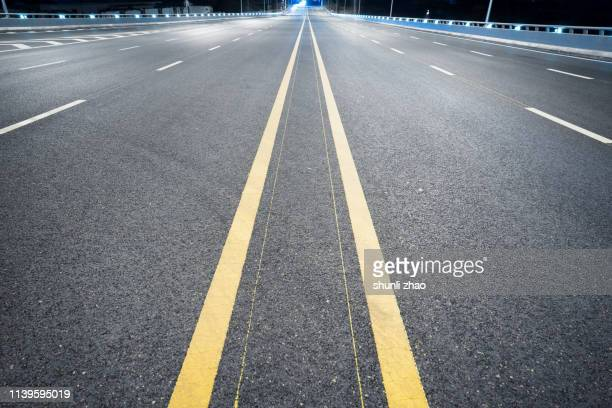urban expressway - dividing line road marking stock pictures, royalty-free photos & images