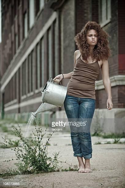Urban Jardinier alléchants une mauvaise herbe