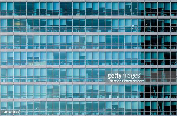 urban glass facade - facade stock pictures, royalty-free photos & images