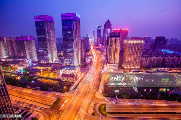 urban landscape in wuhan,china - ciudad de wuhan fotografías e imágenes de stock