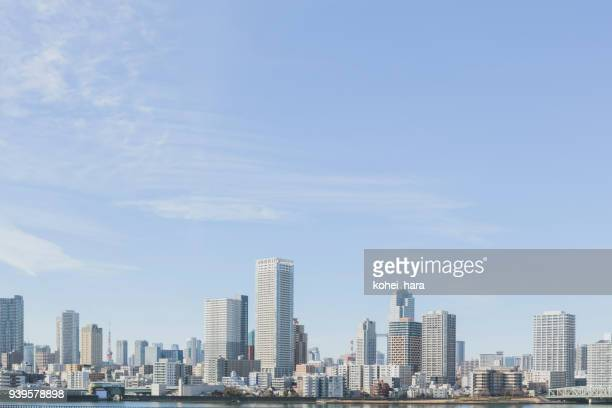 urban landscape of tokyo - skyscraper stock pictures, royalty-free photos & images