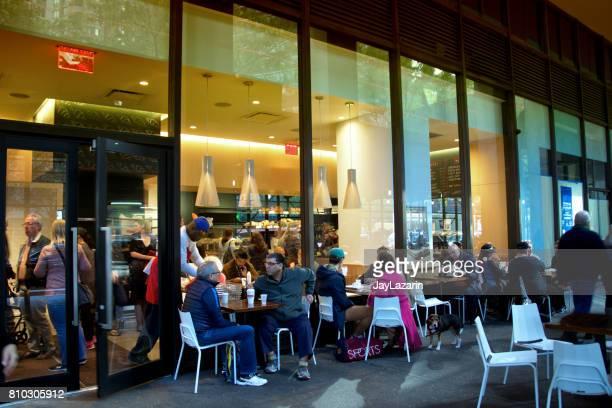 ニューヨーク市、屋外カフェで人々、マンハッタンのアッパー ウエスト サイドに都市生活