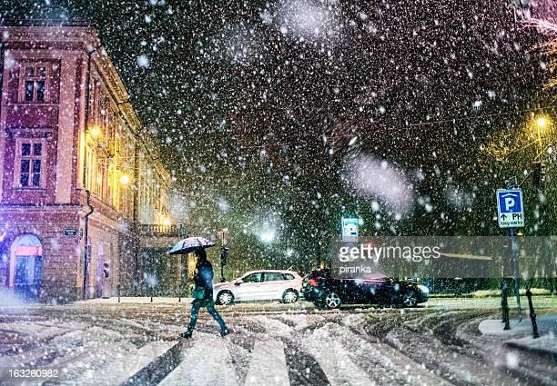 Urban Straße und auf schweren Schnee Sturm