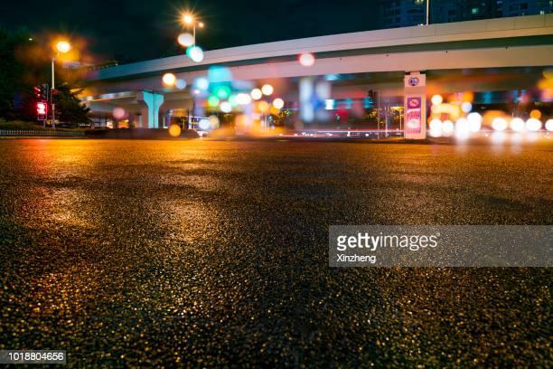 urban road - abwesenheit stock-fotos und bilder