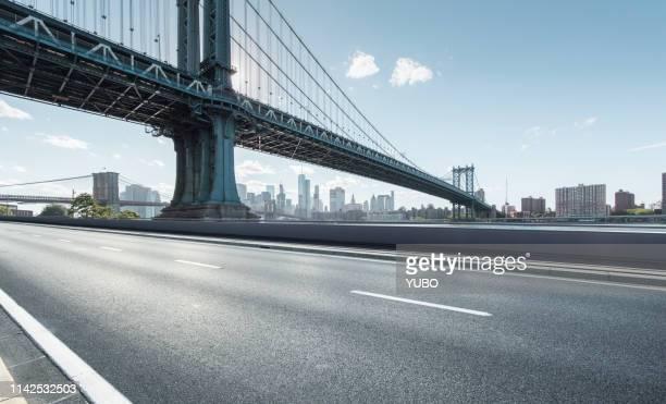 urban road - städtischer verkehrsweg stock-fotos und bilder