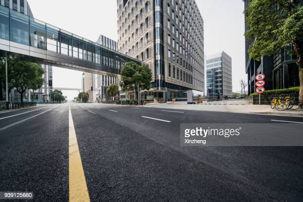 urban road - financial district stock pictures, royalty-free photos & images